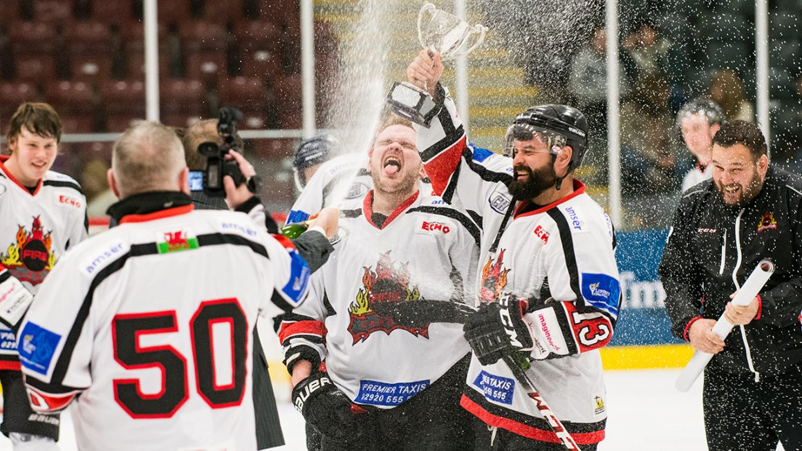 The team celebrate the 2015/16 league title